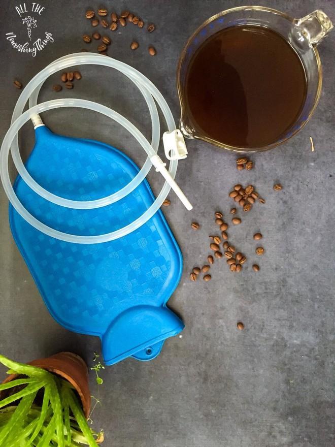 BS Huynh Wynn Trần vạch trần sự nguy hiểm của việc đút ống dẫn nước cafe thụt tháo ruột già - Ảnh 2.