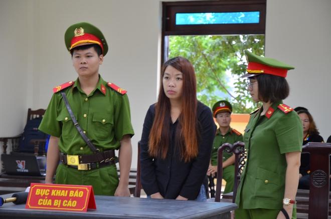 Mẹ mìn bắt cóc bé trai 2 tuổi ở Bắc Ninh để lừa tình nhân bật khóc khi nghe tuyên phạt 5 năm tù - Ảnh 4.
