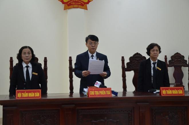 Mẹ mìn bắt cóc bé trai 2 tuổi ở Bắc Ninh để lừa tình nhân bật khóc khi nghe tuyên phạt 5 năm tù - Ảnh 2.