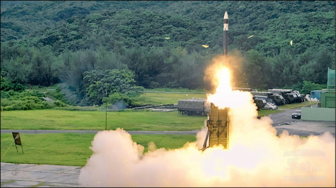 Dàn tên lửa uy lực của Đài Loan sẽ hoạt động thế nào nếu TQ phát động tấn công? - ảnh 2