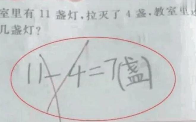 Người mẹ chắc nịch '11 - 4 = 7' là đúng, đến khi giáo viên giải thích đành ngậm ngùi thừa nhận tính sai