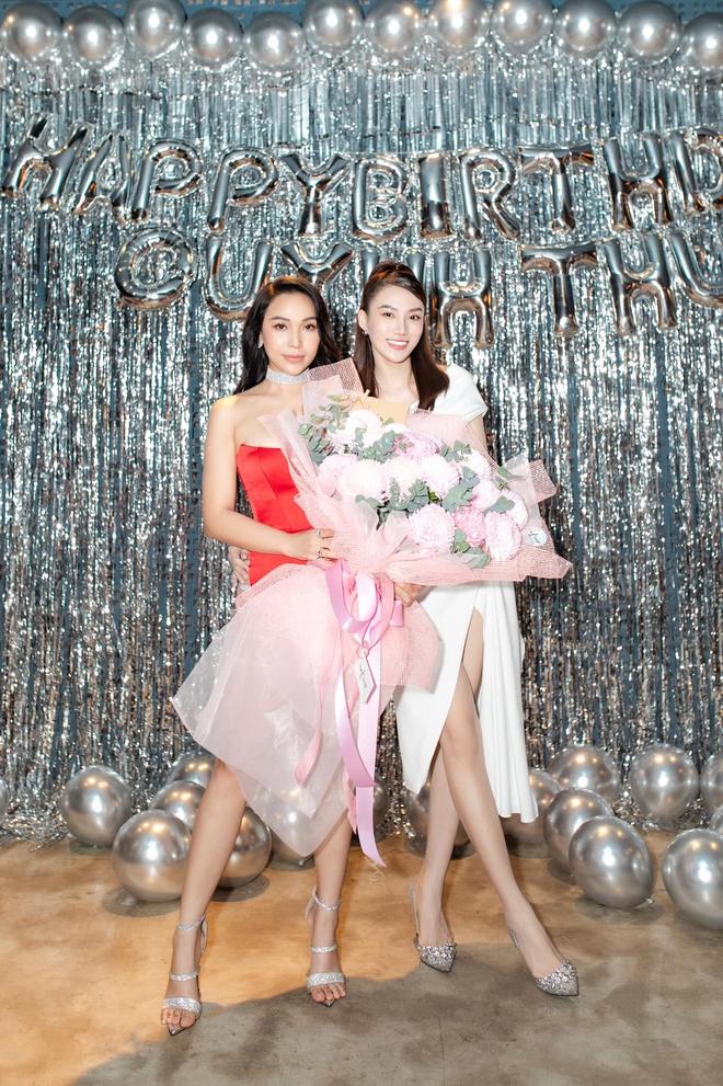 Bạn thân Ngọc Trinh gây tranh cãi khi diện chiếc váy quá táo bạo - Ảnh 5.