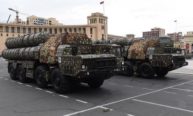 Vì sao cùng sử dụng tên lửa phòng không S-300 nhưng Azerbaijan có lợi thế hơn Armenia? - Ảnh 1.