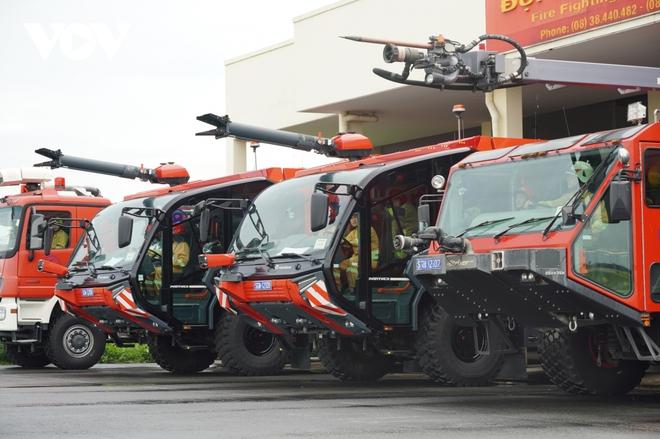 Cận cảnh dàn xe đặc chủng triệu đô tại phi trường Tân Sơn Nhất  - Ảnh 2.