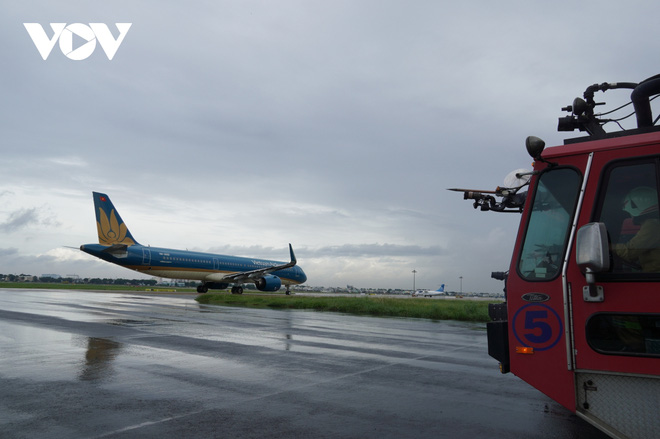 Cận cảnh dàn xe đặc chủng triệu đô tại phi trường Tân Sơn Nhất  - Ảnh 11.