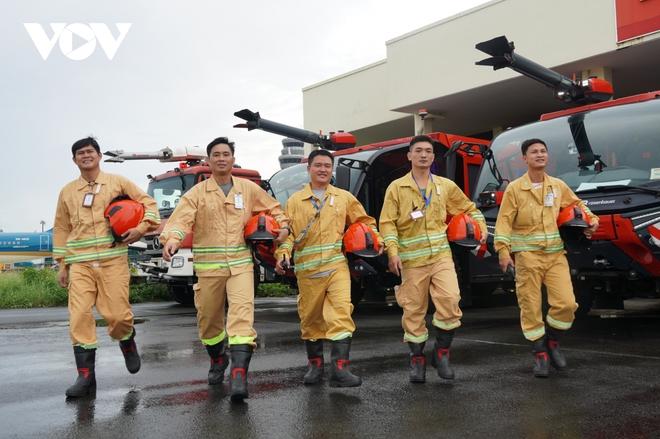 Cận cảnh dàn xe đặc chủng triệu đô tại phi trường Tân Sơn Nhất  - Ảnh 12.