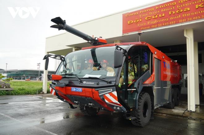 Cận cảnh dàn xe đặc chủng triệu đô tại phi trường Tân Sơn Nhất  - Ảnh 3.