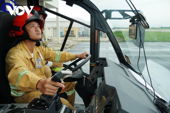 Cận cảnh dàn xe đặc chủng triệu đô tại phi trường Tân Sơn Nhất  - Ảnh 5.