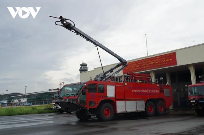 Cận cảnh dàn xe đặc chủng triệu đô tại phi trường Tân Sơn Nhất  - Ảnh 7.