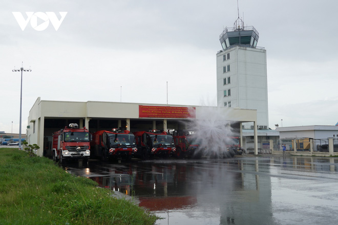 Cận cảnh dàn xe đặc chủng triệu đô tại phi trường Tân Sơn Nhất  - Ảnh 8.