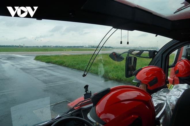 Cận cảnh dàn xe đặc chủng triệu đô tại phi trường Tân Sơn Nhất  - Ảnh 10.
