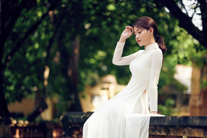 Hoa khôi Giọng hát hay Hà Nội khoe nhan sắc tinh khôi trong áo dài trắng - Ảnh 2.