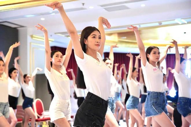 Hai hotgirl hàng không lọt Bán kết Hoa hậu Việt Nam 2020 - Ảnh 7.