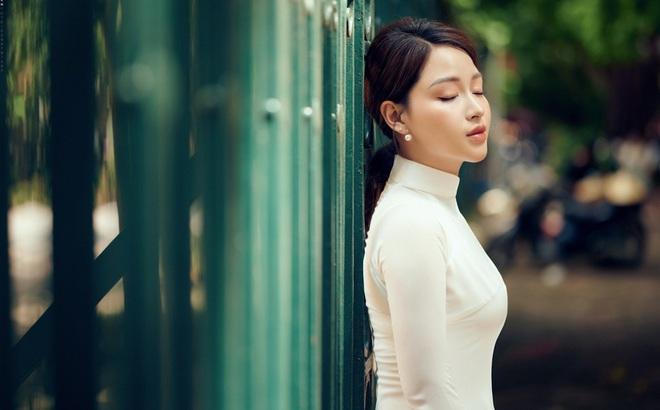 """""""Hoa khôi"""" Giọng hát hay Hà Nội khoe nhan sắc tinh khôi trong áo dài trắng"""