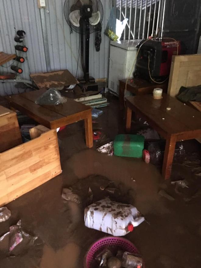 Lào Cai mưa lớn kỷ lục 63 năm qua gây ngập lụt cuốn trôi nhà dân, bé 3 tuổi tử vong - Ảnh 6.