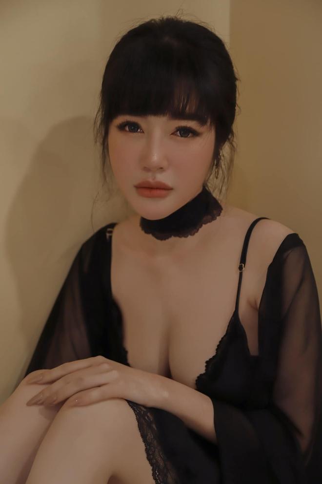 Elly Trần diện trang phục nóng bỏng, khó thể rời mắt  - Ảnh 3.