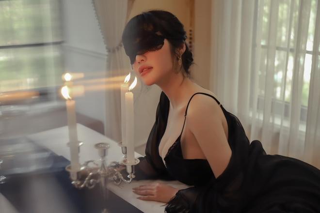 Elly Trần diện trang phục nóng bỏng, khó thể rời mắt  - Ảnh 2.