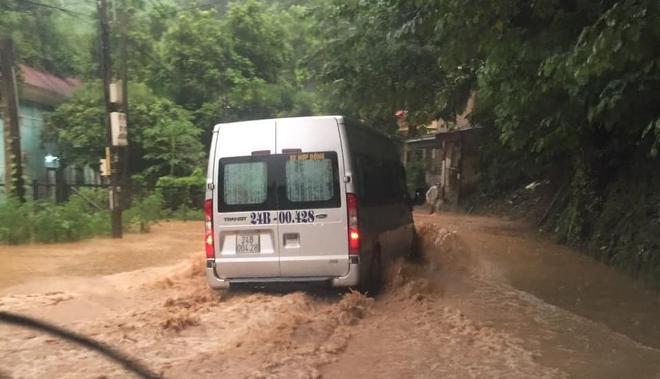 Lào Cai mưa lớn kỷ lục 63 năm qua gây ngập lụt cuốn trôi nhà dân, bé 3 tuổi tử vong - Ảnh 5.