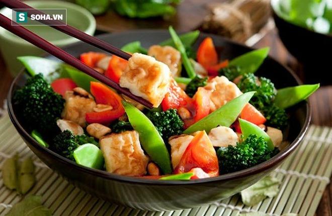Nhiều người ăn kiêng vẫn bị gan nhiễm mỡ: Cách ăn sai lầm làm hại gan có thể bạn đang mắc - Ảnh 2.