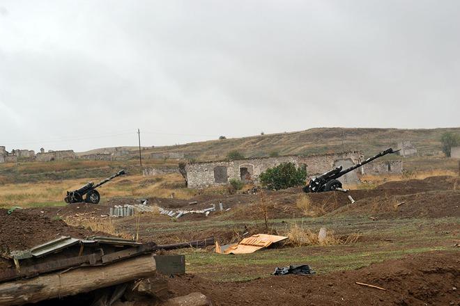 Iran điều hàng trăm xe tăng, sẵn sàng tiếp ứng Armenia - Lộ diện vũ khí giội bão lửa xuống căn cứ Azerbaijan ở Ganja? - Ảnh 3.