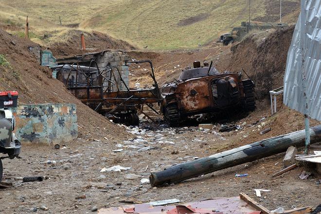 Iran điều hàng trăm xe tăng, sẵn sàng tiếp ứng Armenia - Lộ diện vũ khí giội bão lửa xuống căn cứ Azerbaijan ở Ganja? - Ảnh 5.