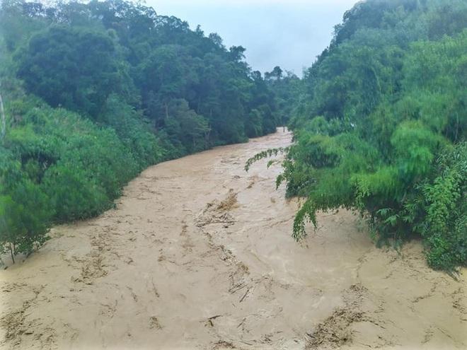 Quảng Nam mưa to, nước sông đang lên và dự báo xuất hiện lũ - Ảnh 1.