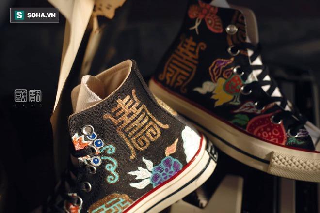 Mua giày Converse nổi tiếng của nước ngoài, vẽ thêm hoa văn Việt Nam, chàng trai bán giá 15 triệu đồng/đôi - Ảnh 14.