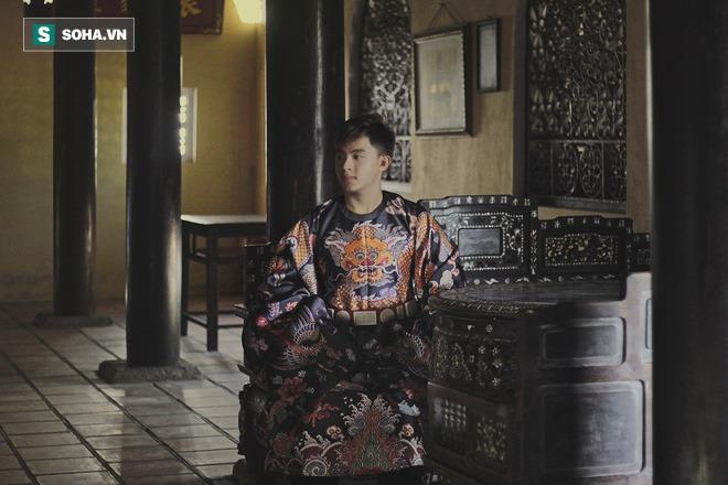 Mua giày Converse nổi tiếng của nước ngoài, vẽ thêm hoa văn Việt Nam, chàng trai bán giá 15 triệu đồng/đôi - Ảnh 2.
