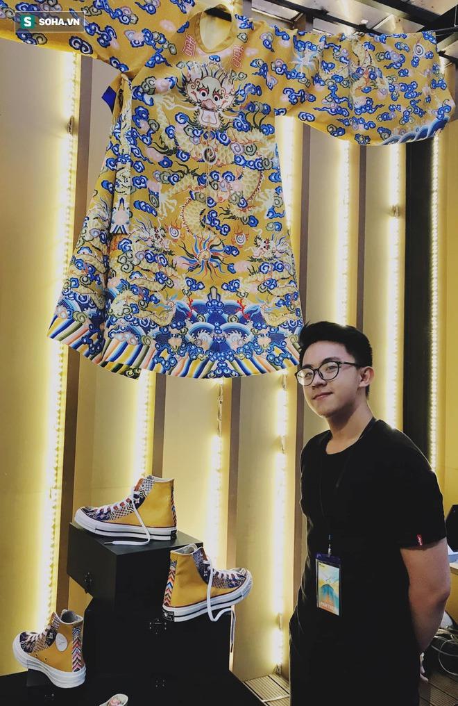 Mua giày Converse nổi tiếng của nước ngoài, vẽ thêm hoa văn Việt Nam, chàng trai bán giá 15 triệu đồng/đôi - Ảnh 4.