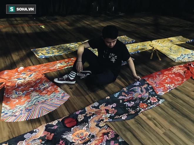 Mua giày Converse nổi tiếng của nước ngoài, vẽ thêm hoa văn Việt Nam, chàng trai bán giá 15 triệu đồng/đôi - Ảnh 5.
