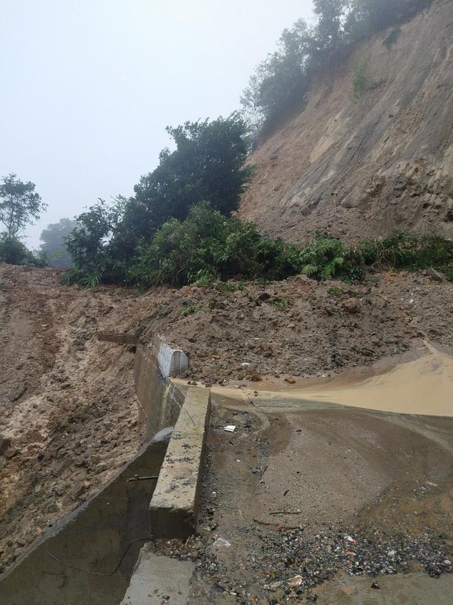 Mưa lũ khiến nhiều nơi bị ngập, huyện miền núi Quảng Nam xảy ra động đất - Ảnh 1.