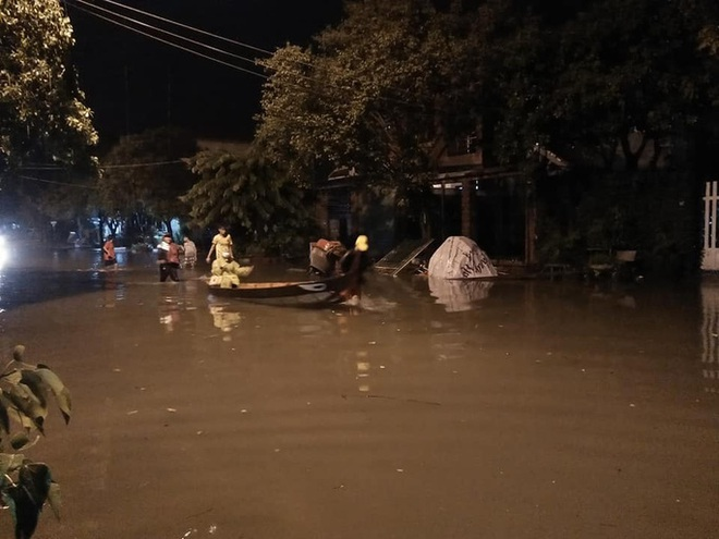Mưa lũ khiến nhiều nơi bị ngập, huyện miền núi Quảng Nam xảy ra động đất - Ảnh 6.