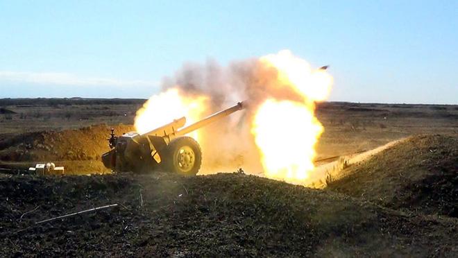 Azerbaijan nã pháo tiêu diệt đoàn xe bọc thép của Armenia - Đích thân TT Putin ra tuyên bố quan trọng - Ảnh 1.
