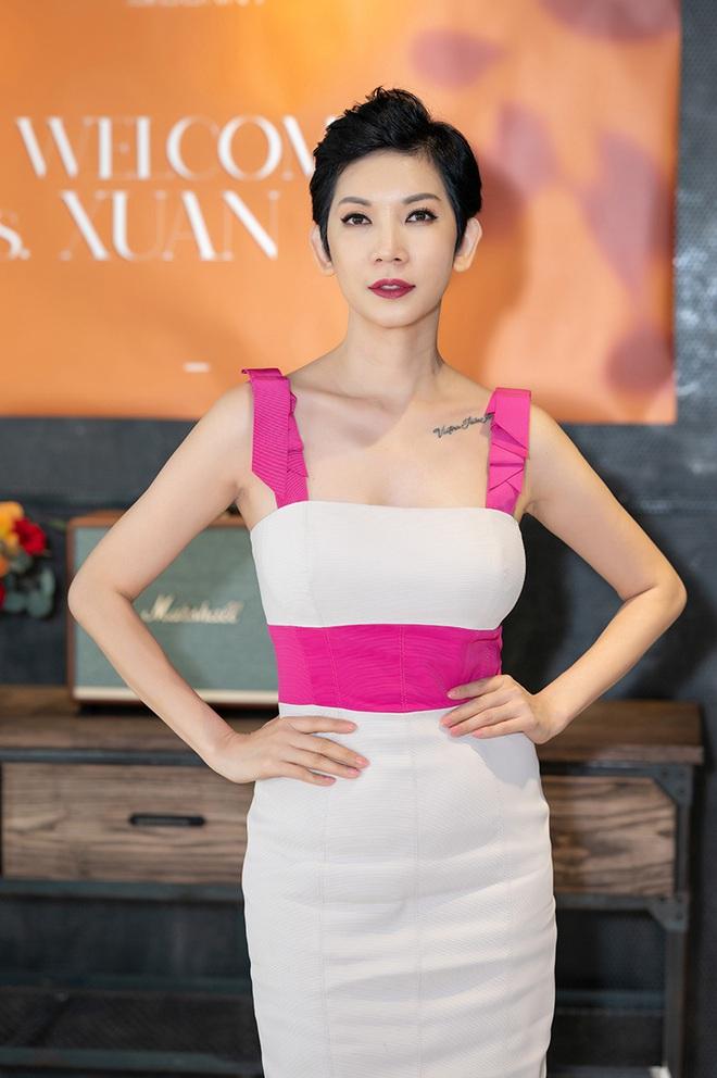 Tú Vi, Khánh My mặc gợi cảm đến ủng hộ Xuân Lan - Ảnh 1.