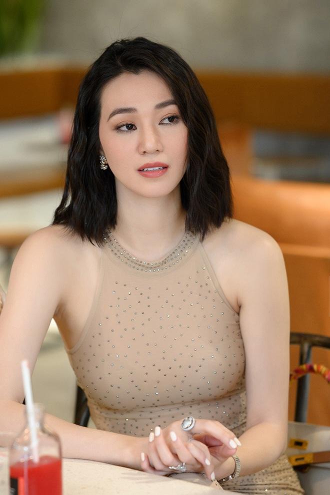 Tú Vi, Khánh My mặc gợi cảm đến ủng hộ Xuân Lan - Ảnh 7.