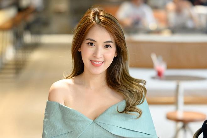 Tú Vi, Khánh My mặc gợi cảm đến ủng hộ Xuân Lan - Ảnh 2.