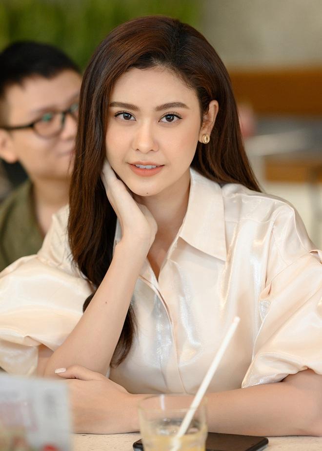 Tú Vi, Khánh My mặc gợi cảm đến ủng hộ Xuân Lan - Ảnh 4.