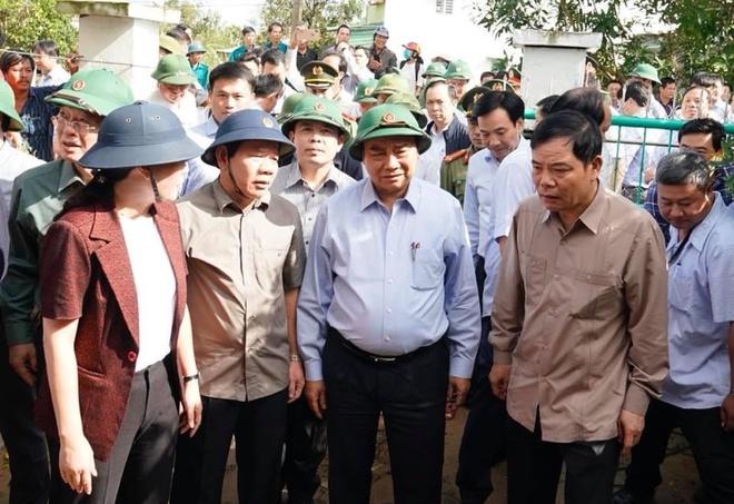 Thủ tướng Nguyễn Xuân Phúc: Tiền hỗ trợ bão lũ phải đến tận tay người dân - Ảnh 4.