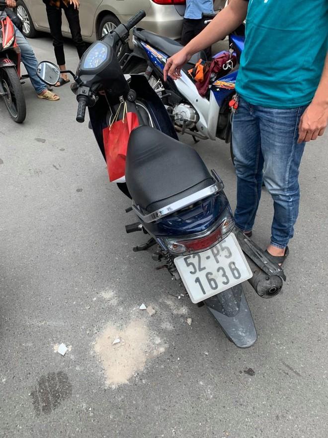 Công an nổ súng bắt tên cướp giật iPhone 11 của cô gái chụp ảnh tự sướng trên phố Sài Gòn - Ảnh 2.
