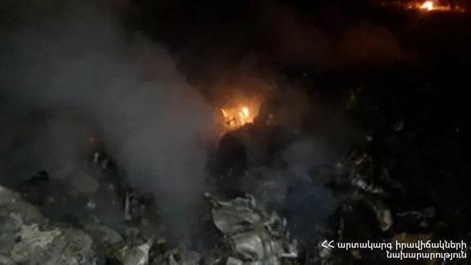 Azerbaijan bắn rơi tan xác trực thăng quân sự Nga ở Armenia: TT Putin lập tức ra tuyên bố cực nóng - Ảnh 1.