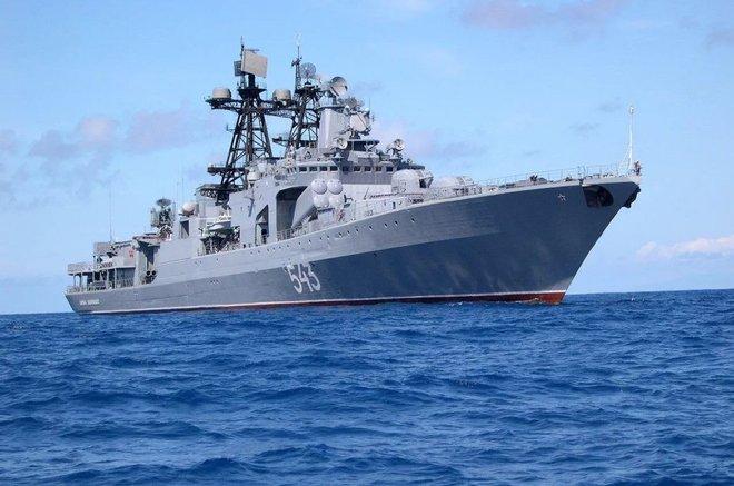 Khu trục hạm Đô đốc Shaposhnikov lừng lẫy của Nga còn cách tàu Arleigh Burke Mỹ bao xa? - Ảnh 2.