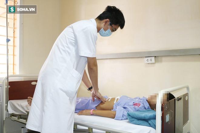 Trẻ 11 tuổi bị thủng dạ dày: Bác sĩ nghi ngờ do 1 thói quen ăn uống rất nhiều người mắc - Ảnh 1.