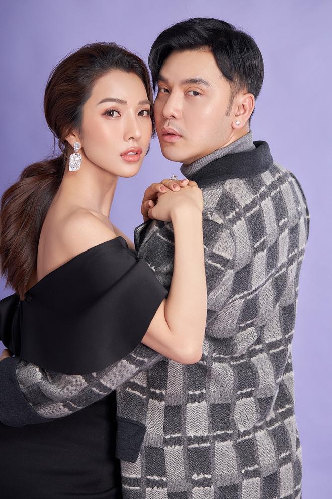 Ưng Hoàng Phúc khoe ảnh tình tứ bên vợ siêu mẫu - Ảnh 2.