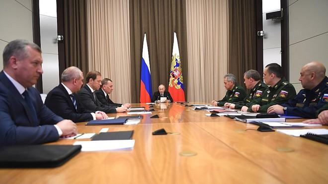 """Ông Putin tiết lộ về đầu não"""" chỉ huy chiến tranh hạt nhân của Nga: Mạnh chưa từng thấy! - Ảnh 1."""
