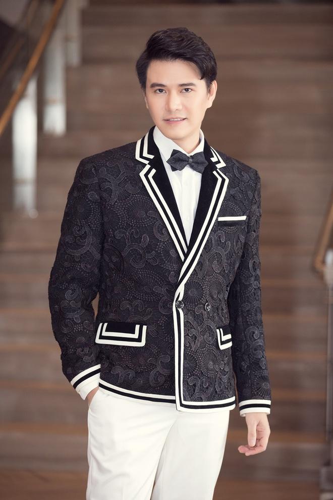 MC Vũ Mạnh Cường dẫn chung kết Hoa hậu Việt Nam 2020 cùng Lương Thùy Linh - Ảnh 1.