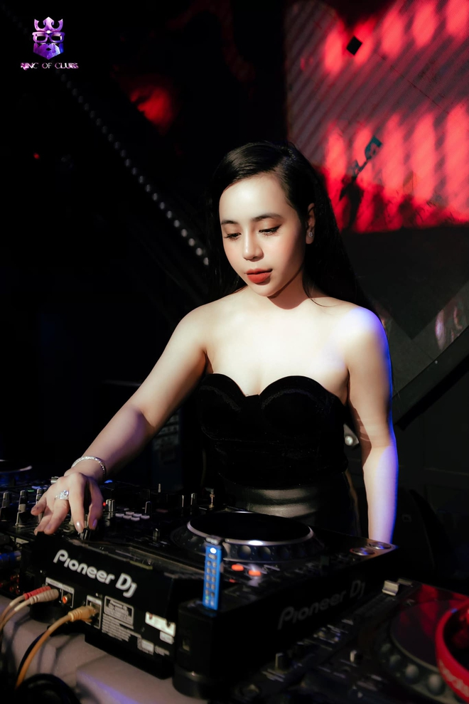Chân dung Cô gái vàng trong làng xổ số: Ban ngày chỉn chu, buổi tối làm DJ cực nóng bỏng - Ảnh 5.