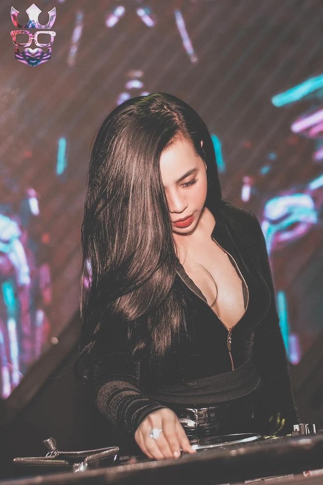 Chân dung Cô gái vàng trong làng xổ số: Ban ngày chỉn chu, buổi tối làm DJ cực nóng bỏng - Ảnh 6.