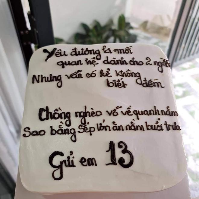 Chồng tổ chức sinh nhật cho nhân tình, vợ đặt bánh kem mang đến kèm theo dòng chữ thâm thúy - Ảnh 1.