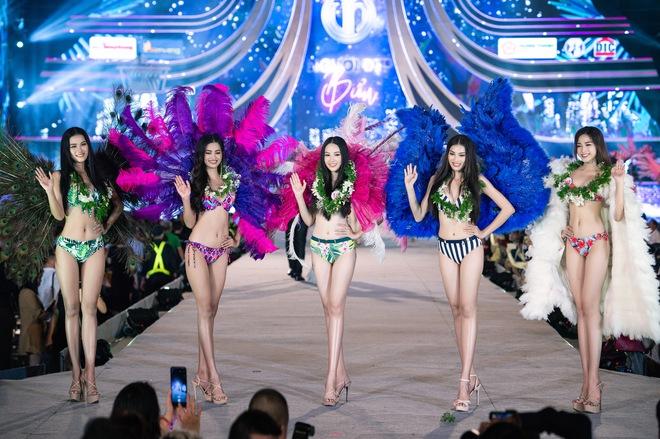Cận cảnh màn diễn bikini bốc lửa của các thí sinh đẹp nhất Hoa hậu VN - Ảnh 2.
