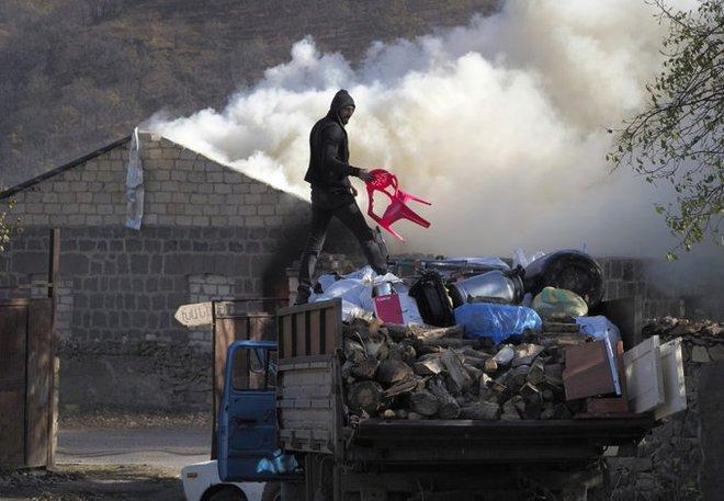 Báo Pháp: Xung đột Karabakh - TT Nga Putin thu phục Armenia mà không cần nổ 1 phát súng? - Ảnh 3.